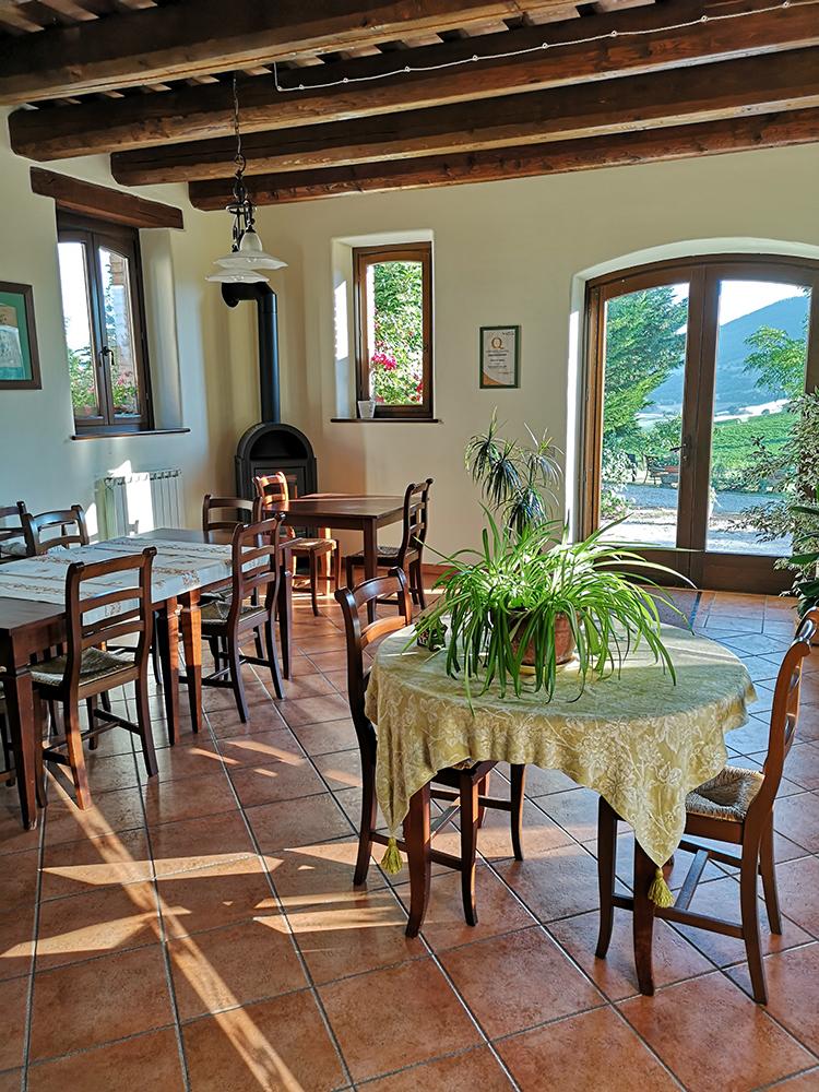 interni-ristorante-fattoria-di-cignano-camerino-1