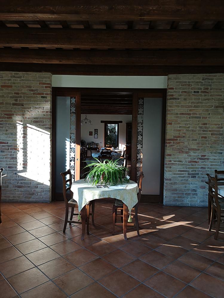 interni-ristorante-fattoria-di-cignano-camerino-2